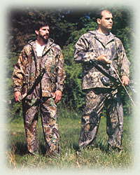 men in camos hunting